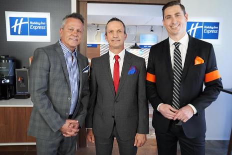 Hockey Legends Doug Gilmour and Guy Carbonneau Face Off in the Holiday Inn Express® READIEST Breakfast Challenge Canada